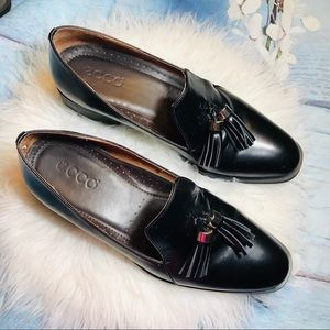 Ecco black leather loafer  flats sz8